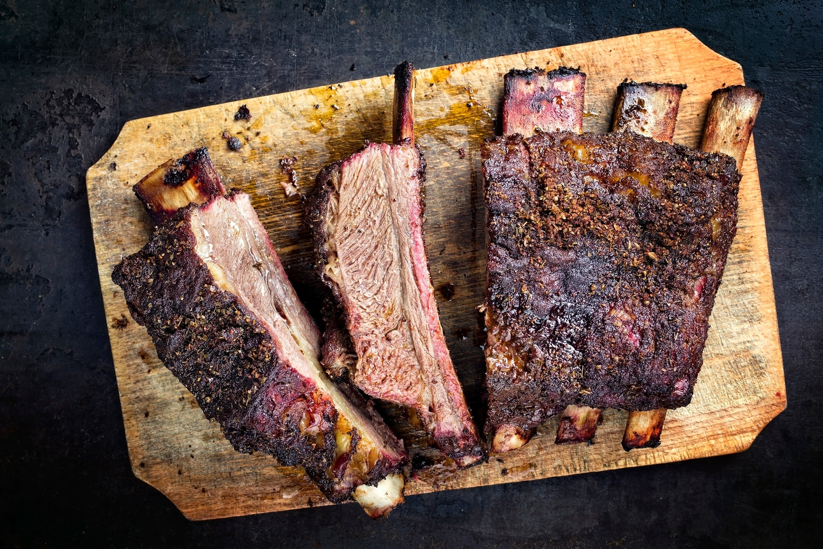 Barbecue chuck beef ribs with hot rub