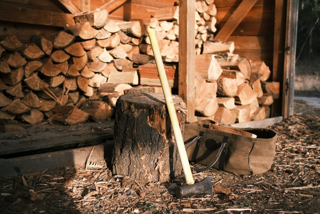 wood-stacked-in-wood-shed